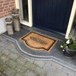 stoep belgisch hardsteen donker gezoet anti slip rand