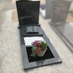 impala monument zwart graniet boek wit grind