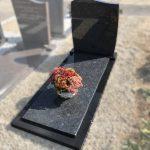 steel grey zwart graniet monument golfkop dekplaat